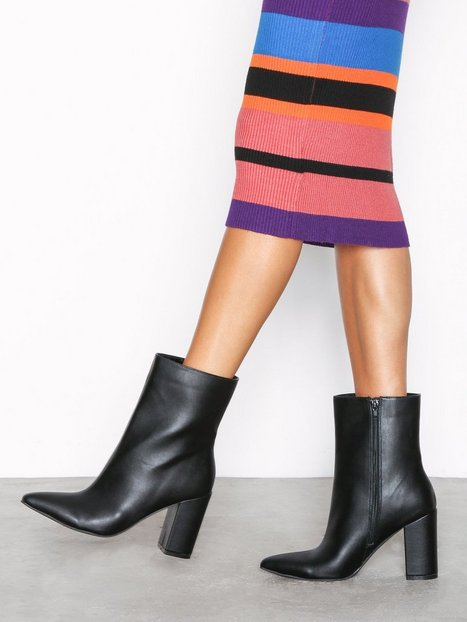 Billede af NLY Shoes Ankle High Block Heel Boot Heel Sort