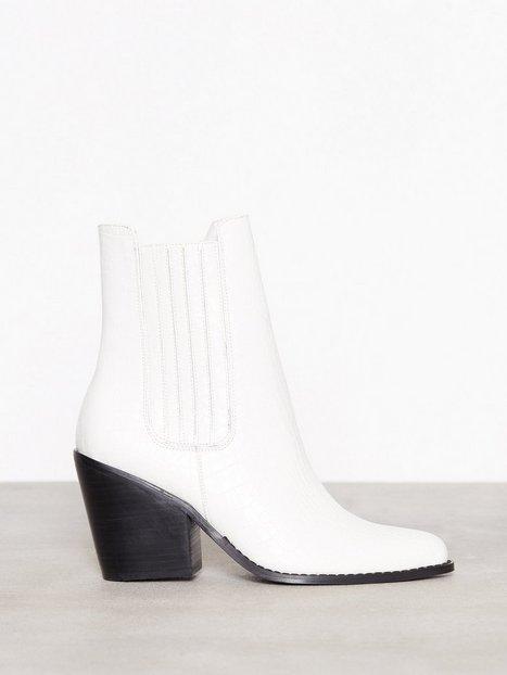 Flirty Cowgirl Boot