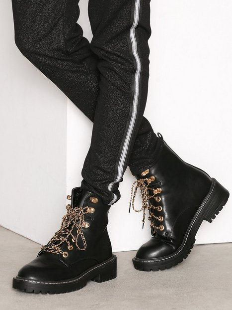 Billede af NLY Shoes Chain Lace Boot Boots Sort