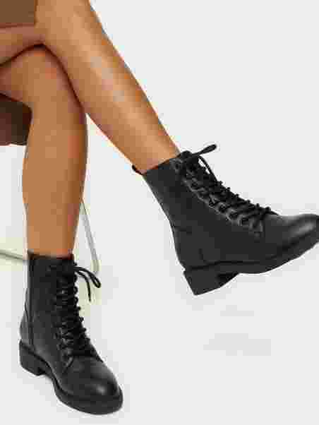 Lace Up Flat Boot, NLY Shoes
