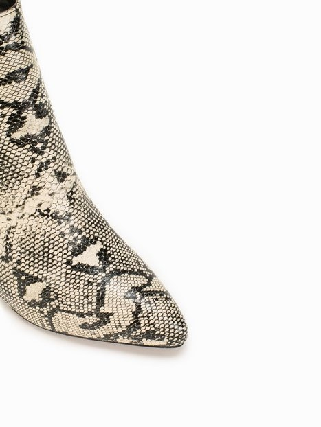 Pointy Toe Snake Boot