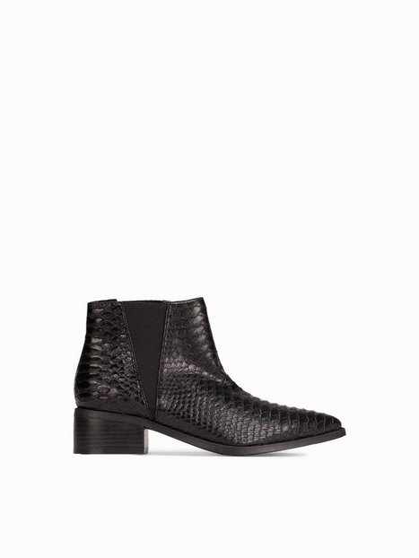 Pointy Chelsea Boot