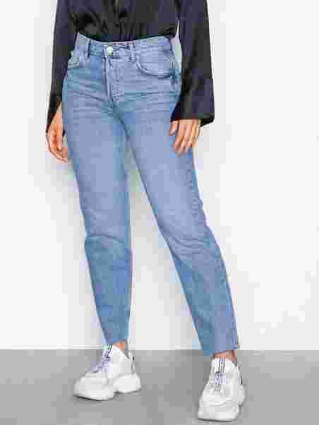 2849887971e3 Shoppa Sanna Staight Jeans - Online Hos Nelly.com