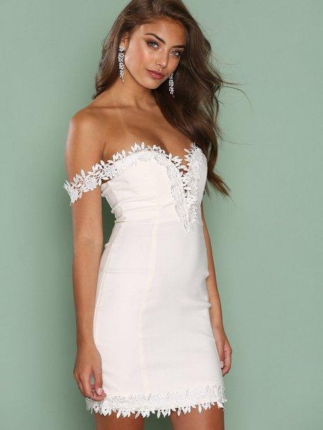 Billede af Rare London Crochet Trim Bardot Dress Kropsnære kjoler White