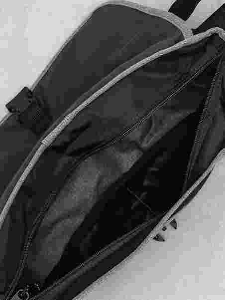dc0ce3ee60074 Buckler - Eastpak - Grau - Taschen - Accessoires - Damen - Nelly.de ...