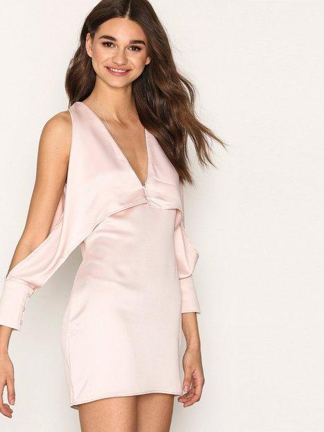Billede af Missguided Cold Shoulder Split Sleeve Shift Dress Loose fit Pink
