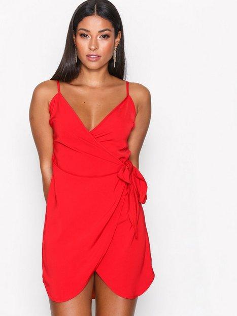 Billede af Missguided Strappy Wrap Tie Waist Shift Dress Loose fit Red