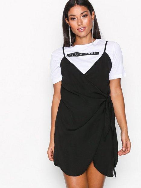 Billede af Missguided Strappy Wrap Tie Waist Shift Dress Loose fit Black