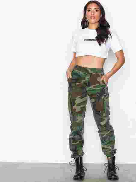 8487ac32ae8bee Printed Cargo Trousers - Missguided - Khaki - Pants & Shorts ...