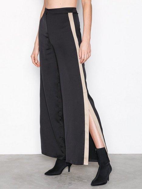 Billede af Missguided Satin Split Hem Flare Trousers Bukser Black