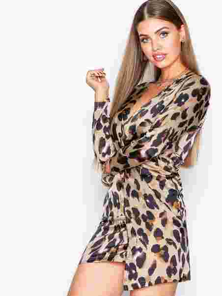 Stay on top with 20% off. Shop now. Back  Womens-fashion · Clothing ·  Dresses · Missguided  Satin animal print dress 34dcf22536