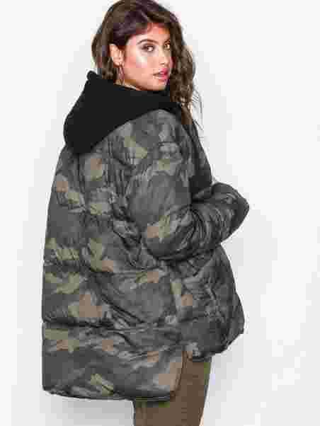 fc4c6d93047 Longline Camo Puffer - Missguided - Khaki - Jackets - Clothing ...