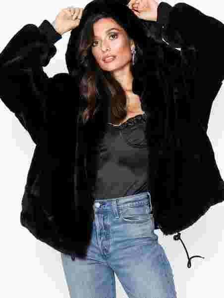 d815fe63a Tomboy Oversized Fur Hood Coat - Missguided - Black - Jackets ...