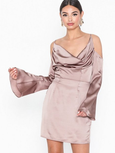 589aa24e1f7c Missguided Satin Cold Shoulder Mini Dress Tætsiddende kjoler