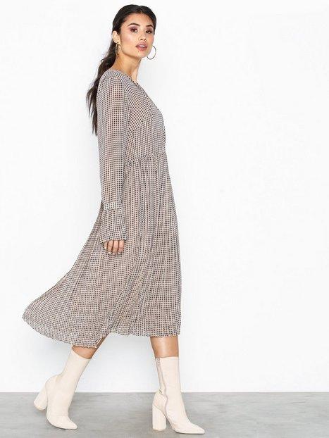 Billede af Neo Noir Addie Printed Dress Langærmede kjoler
