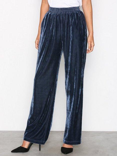 Billede af Neo Noir Lina Solid Velvet Pants Bukser Blue