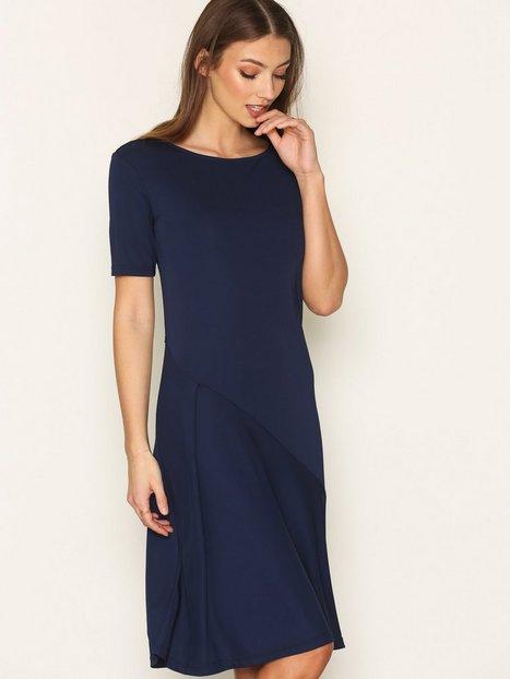 Billede af Filippa K Bias Cut Jersey Dress Loose fit dresses Marine