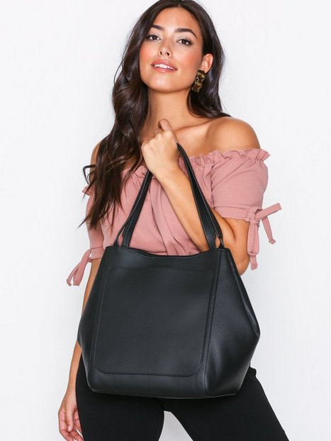 Billede af Filippa K Shelby Bucket Leather Bag Håndtaske Sort