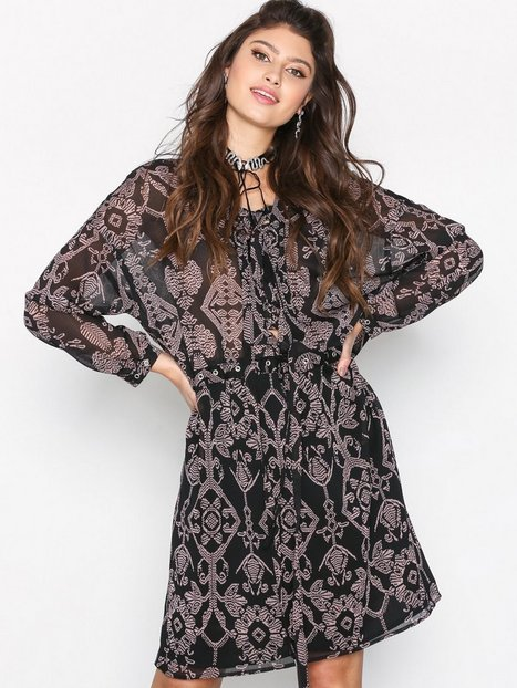 Billede af Maison Scotch Lace-Up Eyelet Dress Langærmede kjoler