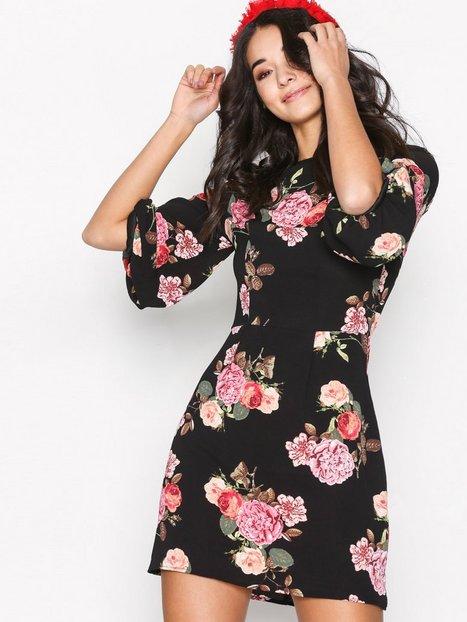 Billede af Ax Paris Floral SS Dress Langærmet kjole Black