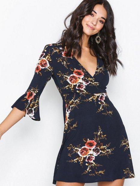 Billede af Ax Paris Floral V-neck Dress Skater kjoler