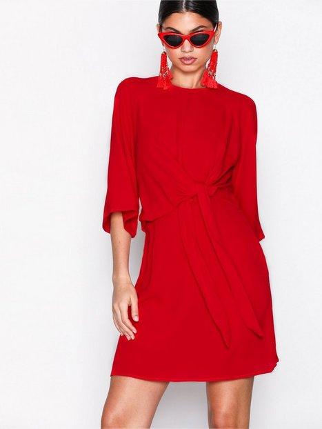 Billede af Ax Paris Knot Front Dress Loose fit Red