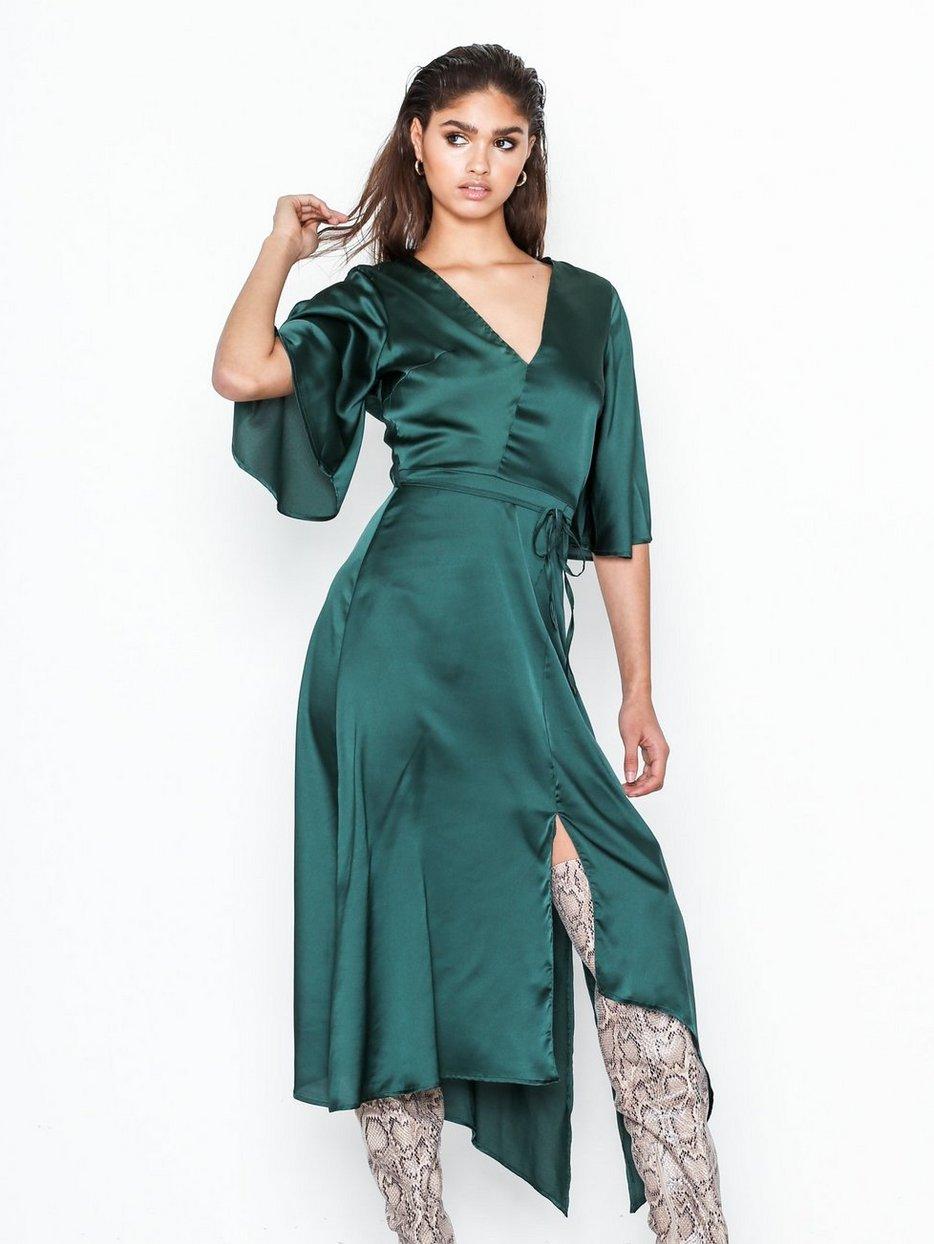 Wide Waisted V - Neck Dress - Ax Paris - Green - Juhlamekot - Vaatteet -  Nainen - Nelly.com b480b0a9b9