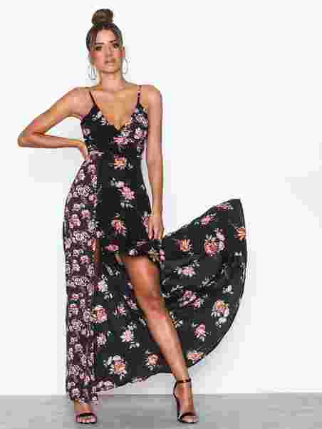 4a9a237c3c46 Strappy Flower Maxi Dress - Ax Paris - Black - Festkjoler - Klær ...