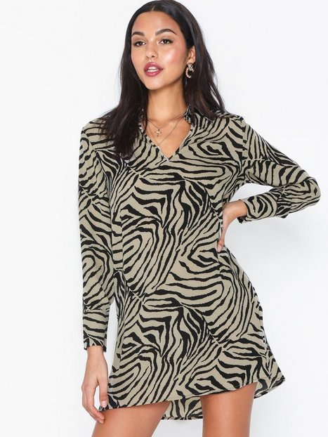 Billede af Ax Paris Long Sleeve Zebra Dress Loose fit dresses