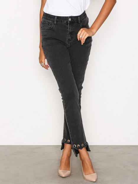 Billede af Glamorous Detail Hem Jeans Straight Washed Black