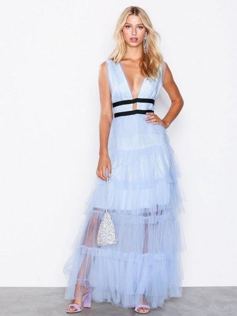 76d4f3051700 True Decadence Short Sleeve Frill Dress Maxikjoler Light Blue. Beskrivelse  ...