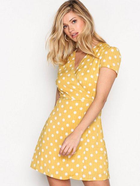 Billede af Glamorous Wrap Dress Kjoler Mustard