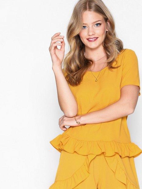 Billede af Glamorous Flounce Top T-shirts Mustard