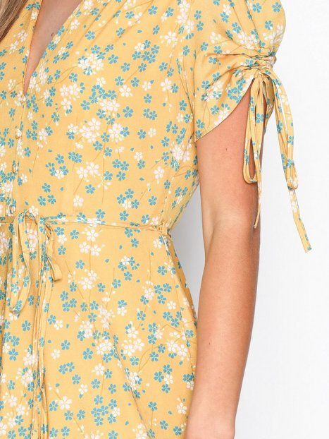 Strap Short Sleeve Dress