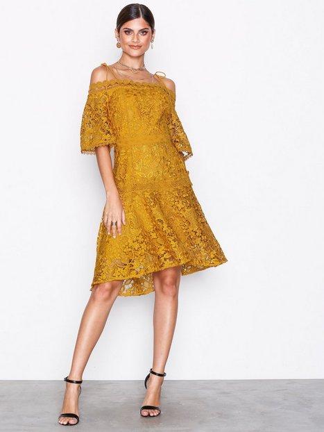 Billede af True Decadence Cold Shoulde Lace Dress Kropsnære kjoler Mustard