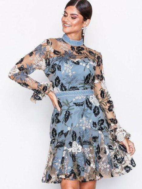 Billede af True Decadence Floral Embroidered Dress Kropsnære kjoler Dusty Blue