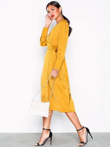 Billede af Glamorous Long Sleeve Wrap Dress Loose fit Ochre
