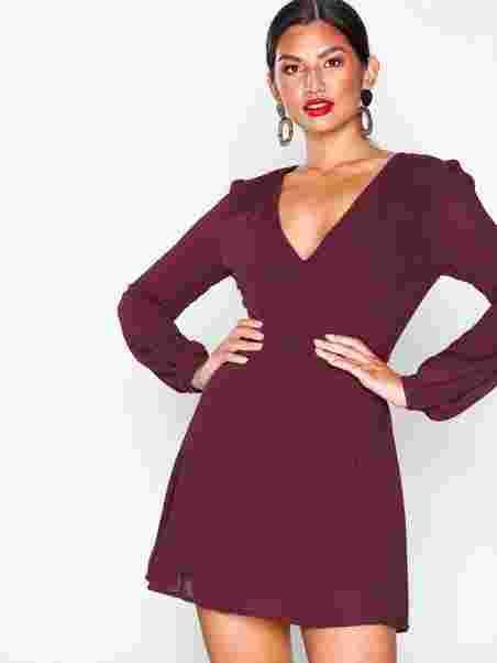 V - Neck Long Sleeve Dress - Glamorous - Burgundy - Mekot - Vaatteet -  Nainen - Nelly.com 0c716eb128
