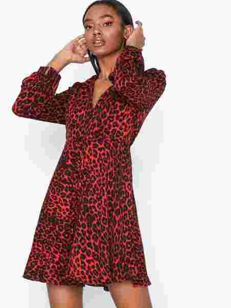 4ff960bf1be8 Long Sleeve Flounce Dress - Glamorous - Red Leopard - Dresses ...