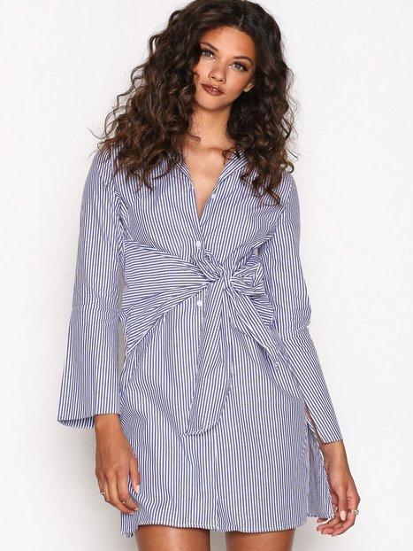 Billede af Aéryne Isia Dress Loose fit dresses Blue/White
