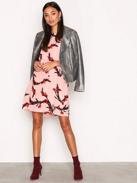 Billede af Samsøe Samsøe Adelaide Dress Aop Loose fit dresses Rose