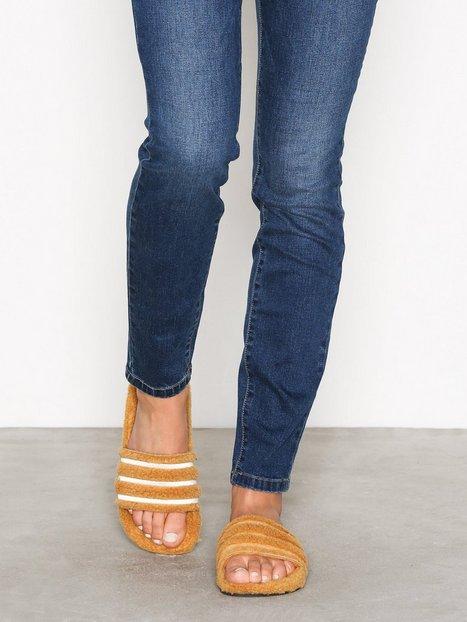 buy online 45087 ee4c6 Naisten Adidas kengät netistä  Adidas Originals Adilette W
