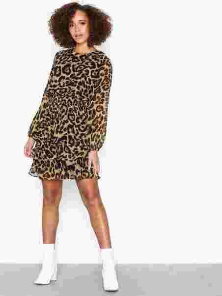 2465859ed Nicoline Dress, Sisters Point