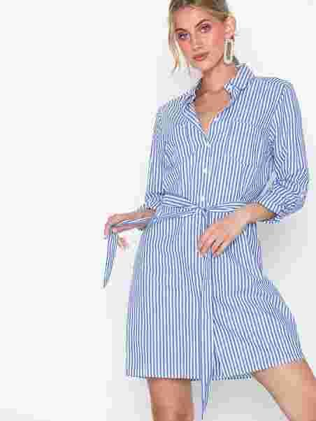 1a0a95e7 Elbe Dress - Sisters Point - Blue/White - Kjoler - Tøj - Kvinde ...