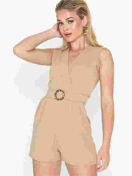 298f0151aba Gram Playsuit 11 - Sisters Point - Camel - Jumpsuits - Tøj - Kvinde ...