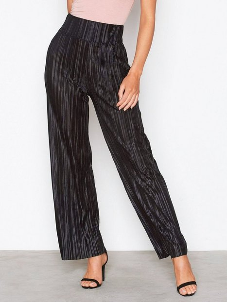 NLY Trend Pleated Wide Pants Byxor Svart thumbnail