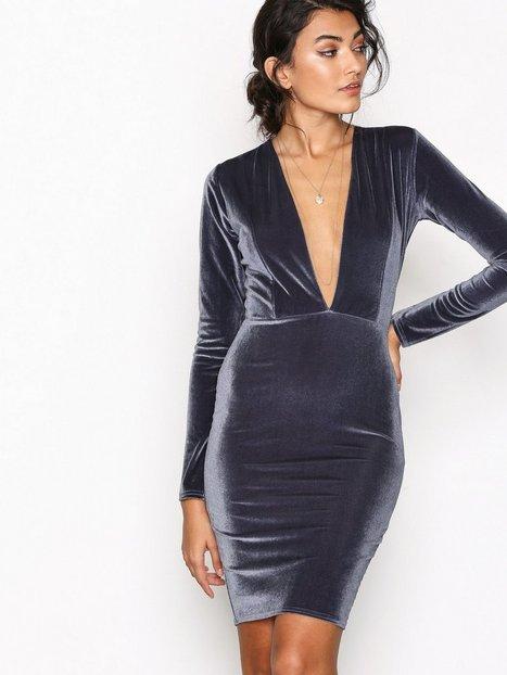 NLY Trend V Drop Velvet Dress Kotelomekot Dark Grey thumbnail