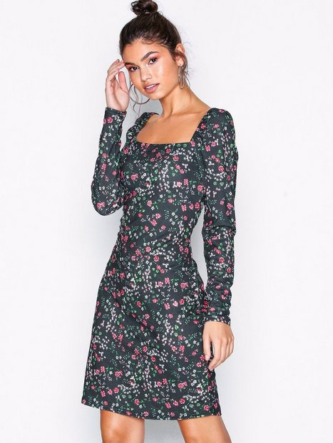 34a0292baa53 NLY Trend Deep Square Dress Tætsiddende kjoler Sortmønstret