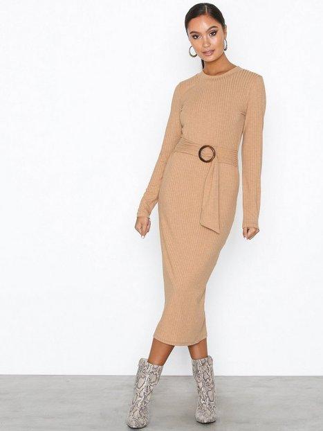 Billede af NLY Trend Buckle Belt Dress Langærmede kjoler Beige