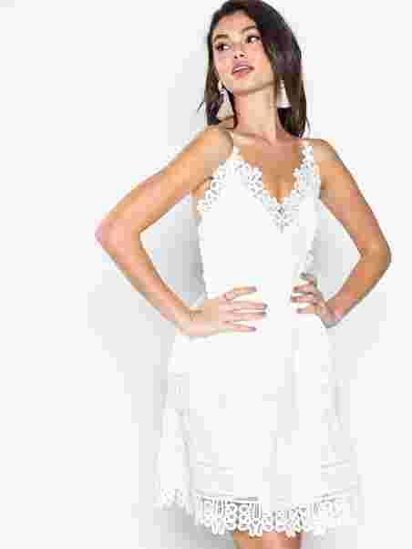 90ab1ba3 Diana Dress - Dry Lake - White - Dresses - Clothing - Women - Nelly.com